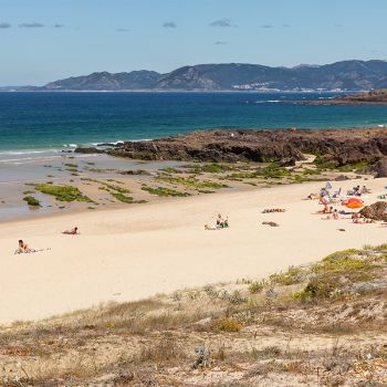 Corrubedo, O Vilar and As Furnas: wild sands one step from Padrón